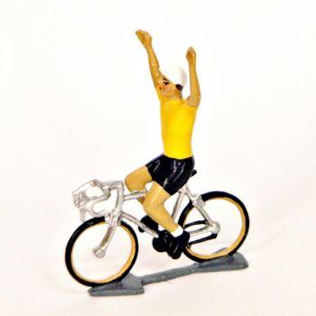 Maillot jaune bras en l'air