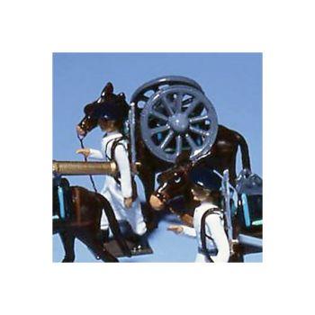 chasseur alpin tirant mulet avec paire de roues sur le dos
