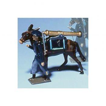chasseur alpin en tenue bleue, tirant mulet avec affût sur le dos