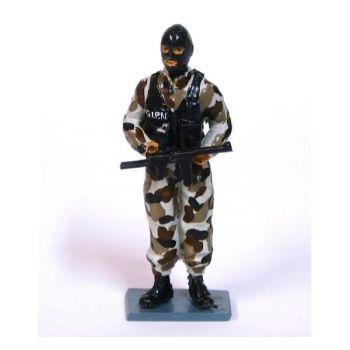 Policier du GIPN (Groupe d'intervention de la police nationale) en combinaison camouflage urbain